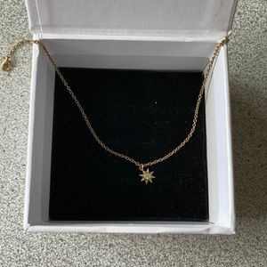 Mejuri Starburst Neck gold white sapphire